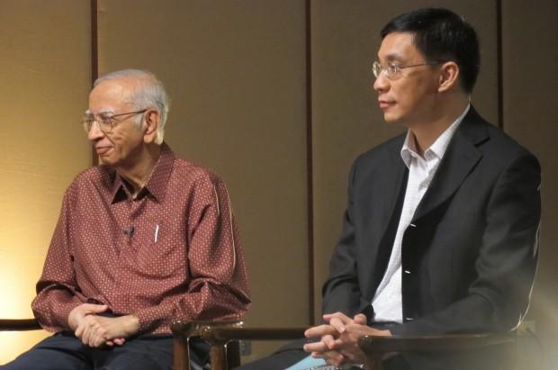 ดร.อัมมาร สยามวาลา (ซ้าย) ดร.สมเกียรติ ตั้งกิจวานิชย์ (ขวา)
