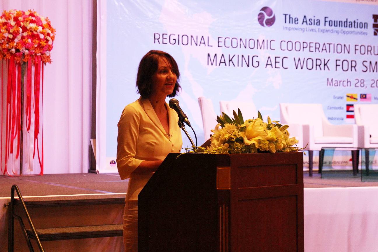 นางเวอโรนิค ซัลส์-โลแซค (Véronique Salze-Lozac'h) ผู้อำนวยการอาวุโส โครงการพัฒนาเศรษฐกิจ มูลนิธิเอเชีย